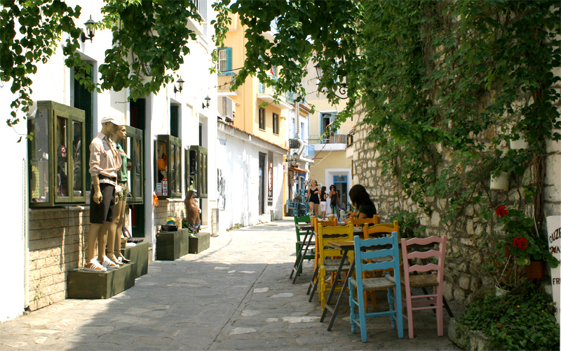 Top 5 things to do in Skiathos island: Enjoy a drink in Skiathos town